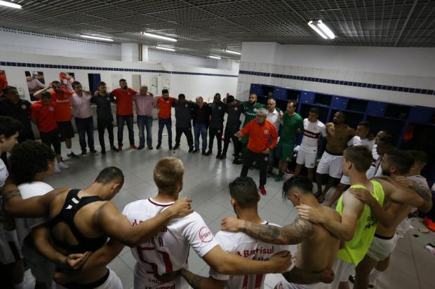 """Zé Victor Castiel: """"Finalmente, de volta"""" Ricardo Duarte / Inter, Divulgação/Inter, Divulgação"""