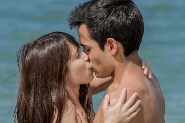 """Hoje em """"Malhação"""": Benê e Guto se beijam pela primeira vez Fábio Rocha/TV Globo/Divulgação"""