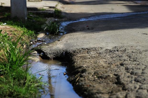 Força-tarefa do Dmae trabalha para consertar vazamentos pelas ruas de Porto Alegre Anderson Fetter / Agência RBS/Agência RBS