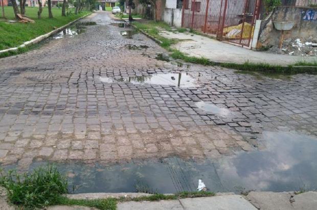 Vazamento de esgoto se estende há um ano em bairro de Porto Alegre Arquivo Pessoal / Leitor/DG/Leitor/DG