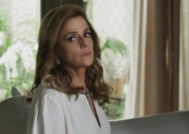 """""""O Outro Lado do Paraíso"""": Sophia inventa que Clara morreu em atentado terrorista /"""
