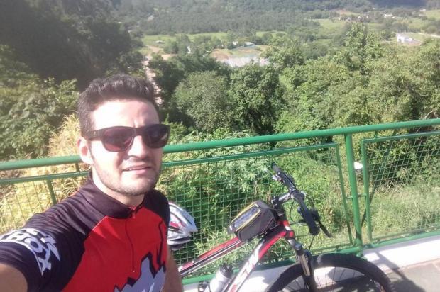 Morto por ladrões que tentavam roubar sua bicicleta, músico gaúcho sonhava brilhar no sertanejo Reprodução/Arquivo Pessoal/Facebook