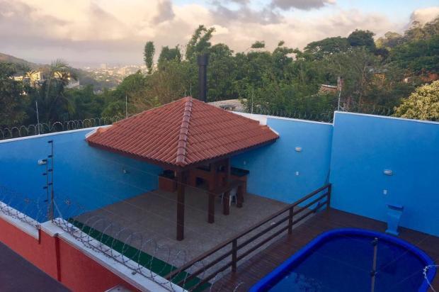 Traficante tem casa com piscina e alçapão secreto e construía albergue para facção Cid Martins/Agencia RBS