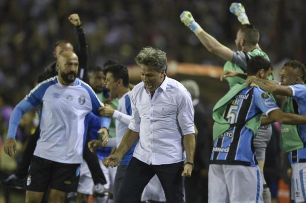 """Guerrinha: """"O grande herói desta conquista foi Renato"""" JUAN MABROMATA/AFP"""