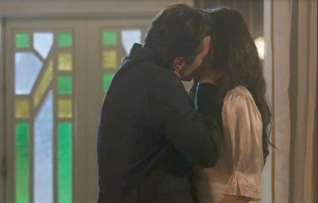 """Hoje em """"Tempo de Amar"""": Vicente se declara e beija Maria Vitória TV Globo / Reprodução/Reprodução"""