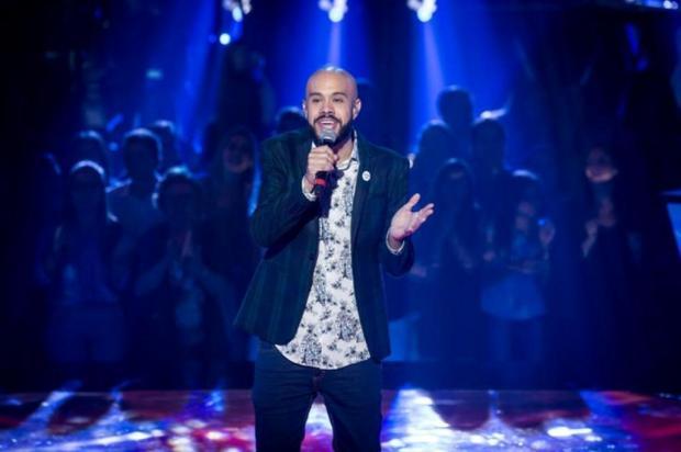 """""""Cantar um hit do Lulu na frente dele é uma responsa"""", diz gaúcho que segue no The Voice Isabella Pinheiro/Gshow / Reprodução"""