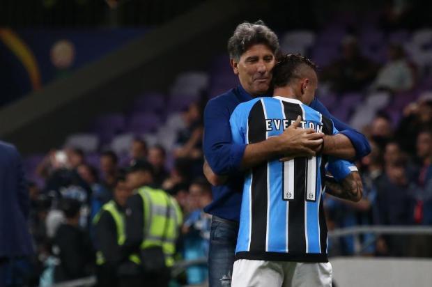 """Bolzan comemora """"estouro"""" de Everton: """"Se quisermos ganhar neste ano, temos que segurá-lo"""" Jefferson Botega/Agencia RBS"""