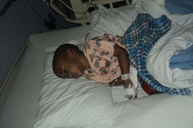 Menino passa por 13 cirurgias desnecessárias depois de mãe ter inventado um câncer Reprodução / Facebook/Facebook