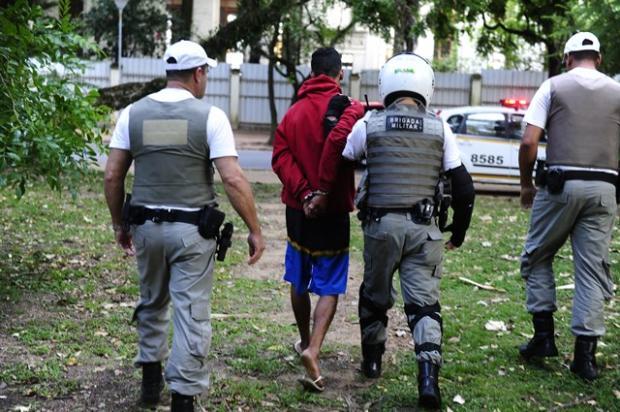 Foragido é preso tentando assaltar pessoas na Redenção Ronaldo Bernardi / Agência RBS/Agência RBS