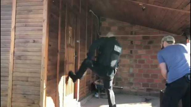 Polícia prende quatro criminosos em casa usada como esconderijo de facção Polícia Civil, Divulgação/