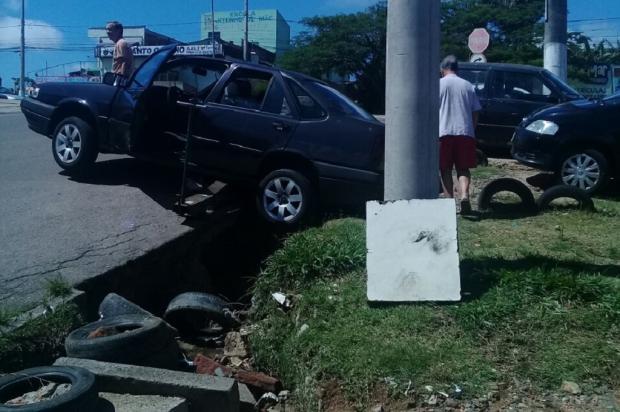 Buraco aberto há cinco meses em Viamão causa transtorno para motoristas e pedestres Arquivo Pessoal / Leitor/DG/Leitor/DG
