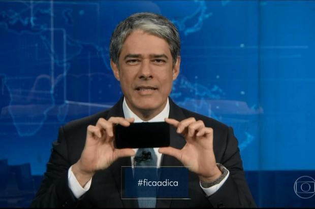 William Bonner faz tutorial no Jornal Nacional ensinando como gravar vídeos pelo celular Globo/Reprodução