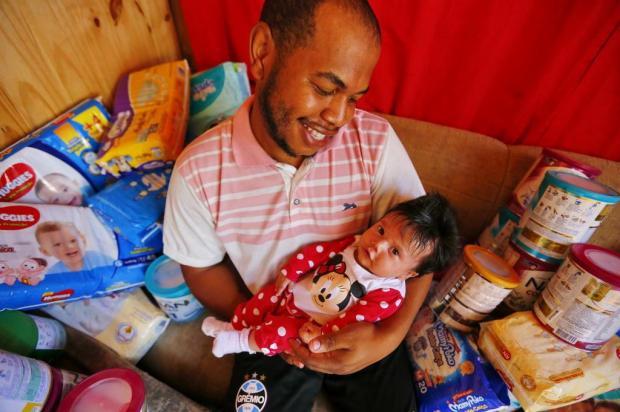 Conheça a história de pessoas que terão um Natal mais feliz graças à solidariedade alheia Félix Zucco/Agencia RBS