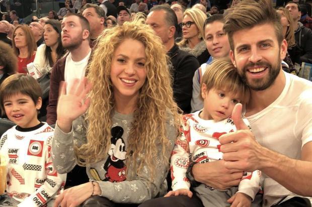 Piqué e Shakira aparecem juntos com os filhos após boatos de separação Divulgação/NBA