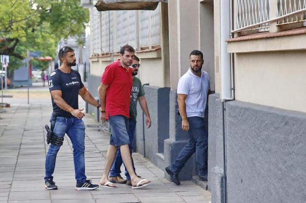 Suspeito de esquartejar amigo se entrega à Polícia Civil André Feltes/Especial