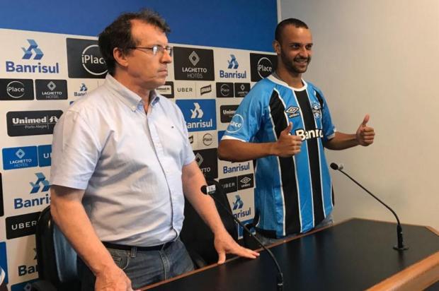 Thaciano veste a camisa 16 e se define como um meia-atacante Luís Henrique Benfica/Agência RBS