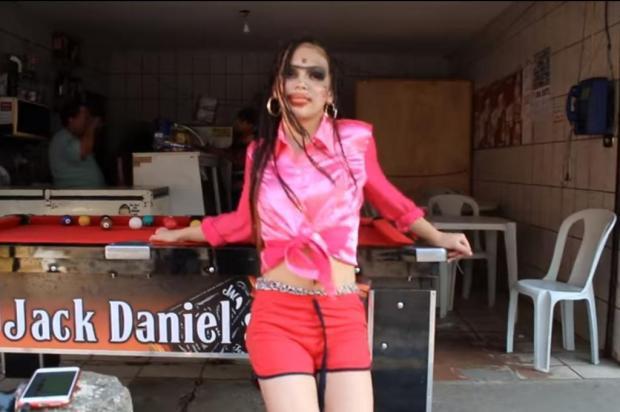"""""""Vai Baranga"""": MC Melody agita a internet ao fazer paródia de música de Anitta MC Melody/Reprodução"""