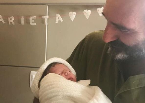 Nasce a primeira filha do ator e escritor Gregorio Duvivier instagram / reprodução/reprodução