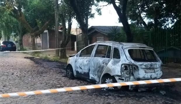 Corpo esquartejado é localizado dentro de veículo incendiado em Porto Alegre Polícia Civil / Divulgação/Divulgação