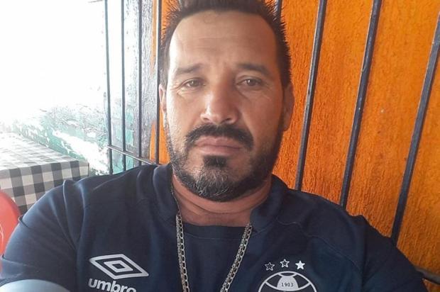 Em meio à guerra do tráfico, líder comunitário vai buscar roupas em casa e é morto a tiros em Porto Alegre Reprodução/Reprodução