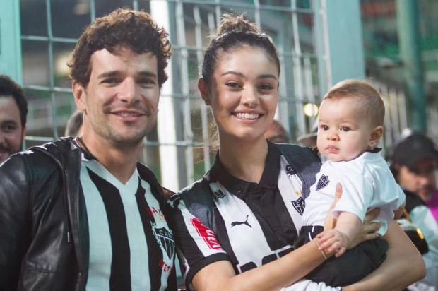 FOTO: Sophie Charlotte e Daniel de Oliveira levam filho para conhecer país de origem da atriz extra/extra