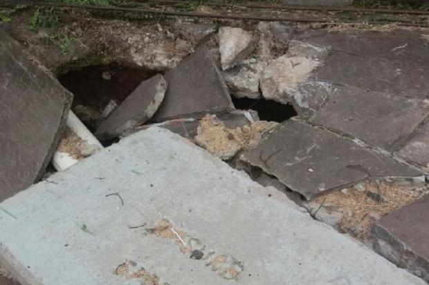 Buraco na calçada espera por reparo há cinco meses em bairro de Porto Alegre Arquivo Pessoal / Leitor/DG/Leitor/DG