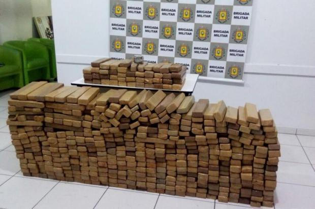 BM prende dupla que levava 330 kg de maconha em carro Brigada Militar/Brigada Militar/ Divulgação