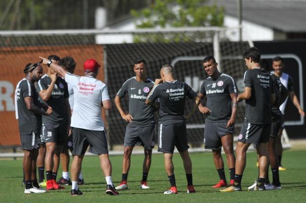 "Marcelo Carôllo: ""Indefinições vermelhas"" Anselmo Cunha/Especial"