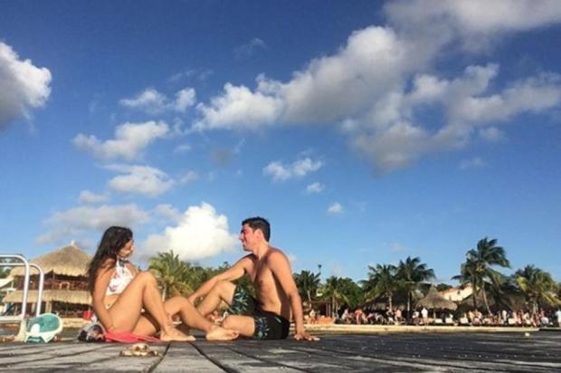 Marcelo Adnet mostra fotos com a namorada gaúcha em ilha do Caribe Reprodução/Instagram