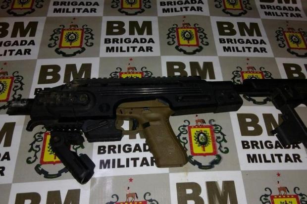 BM apreende pistola e carros roubados depois de tiroteio em Porto Alegre Divulgação/Brigada Militar