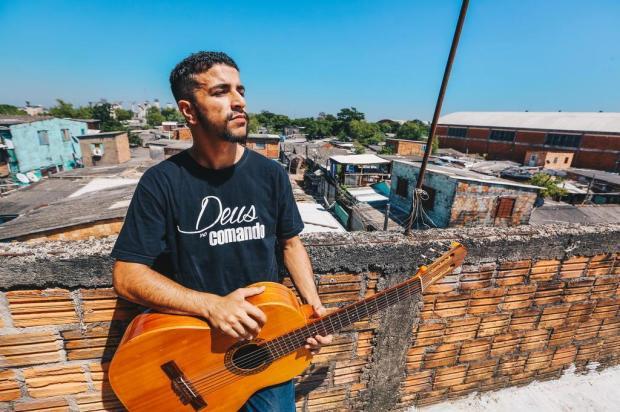 Rapper da Zona Norte passa mensagens de fé e reflexão através da música Omar Freitas/Agencia RBS