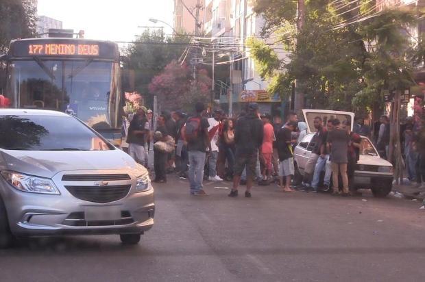 Carnaval na Cidade Baixa vai até a manhã, deixa rastro de lixo e moradores descontentes Ronaldo Bernardi/Agencia RBS