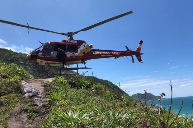 Turista do RS cai de 4 metros em costão ao tentar ajudar cachorro em Florianópolis Corpo de Bombeiros/Divulgação