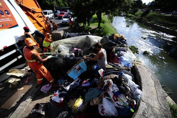 Moradores de rua são removidos das margens do Arroio Dilúvio Ronaldo Bernardi/Agência RBS