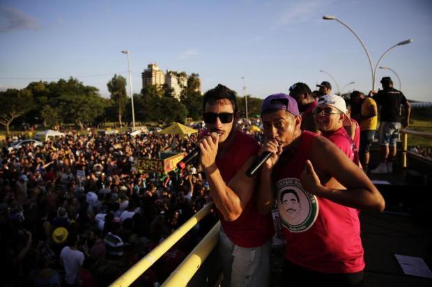 Foliões brincam e cantam sucessos dos anos 90 na Orla do Guaíba Anderson Fetter/Agência RBS