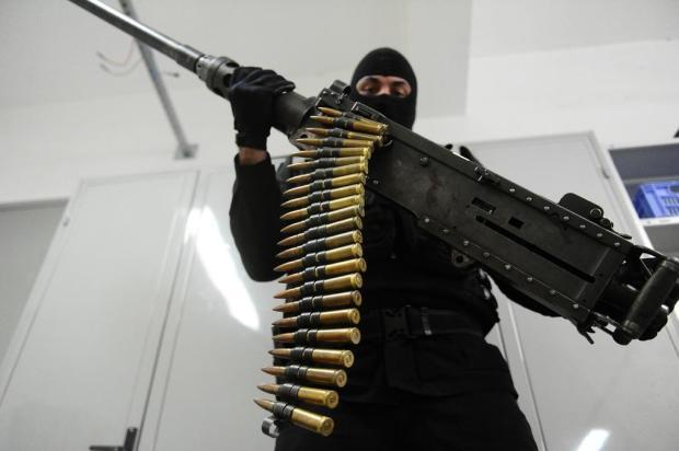 Veículos adaptados, ataques a carros-fortes e crimes ordenados da prisão: a história da metralhadora .50 no RS Ronaldo Bernardi/Agencia RBS