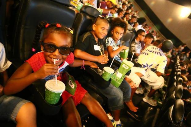"""Após campanha, crianças negras vão ao cinema para ver """"Pantera Negra"""" Lauro Alves/Agencia RBS"""