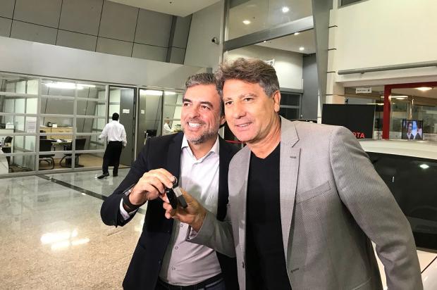 Renato recebe carro como premiação pelo tri da Libertadores Marco Souza/