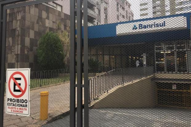 Criminosos assaltam agência bancária no bairro Menino Deus, em Porto Alegre Marina Pagno/Agencia RBS