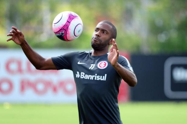 Sete meses depois de grave lesão, Fabinho volta ao time do Inter Ricardo Duarte/SC Internacional