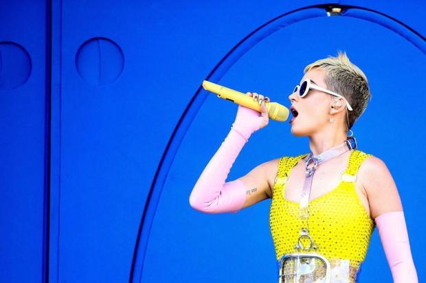 Katy Perry critica vestido de Meghan Markle no casamento real Rich Fury/GETTY IMAGES,AFP