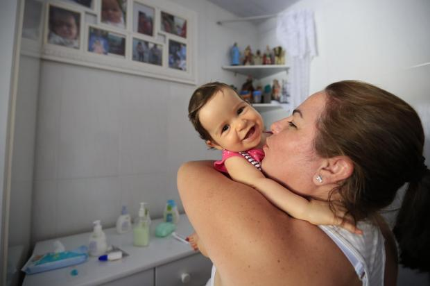 Bebê espera por cirurgia no crânio que já foi adiada três vezes, em Porto Alegre Anselmo Cunha / Agência RBS/Agência RBS