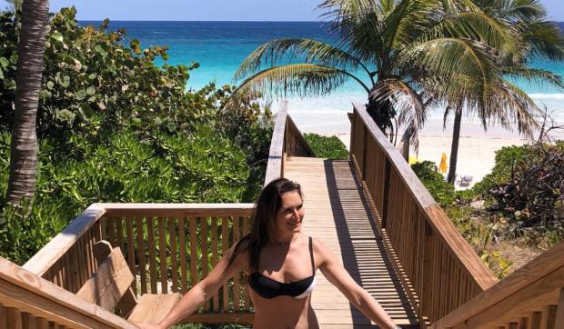 """Atriz de """"A Lagoa Azul"""" posta foto biquíni aos 52 anos e relembra filme de sucesso Instagram / Reprodução/Reprodução"""