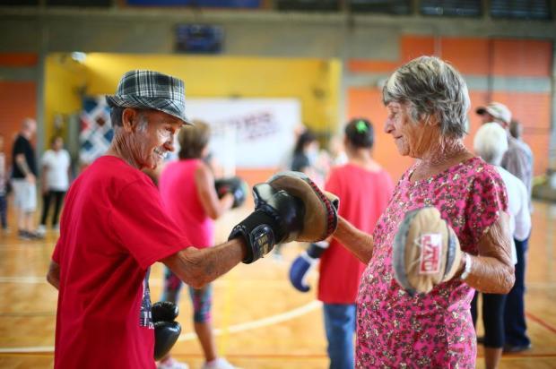 Idosos de Esteio praticam aulas gratuitas de boxe Lauro Alves/Agencia RBS