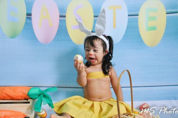 Fotógrafa torna a Páscoa mais doce e inclusiva para crianças com síndrome de Down Mari Schmitt/Divulgação