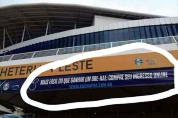 Faixa da Arena Porto-Alegrense provoca o Inter e causa constrangimento ao Grêmio Reprodução/