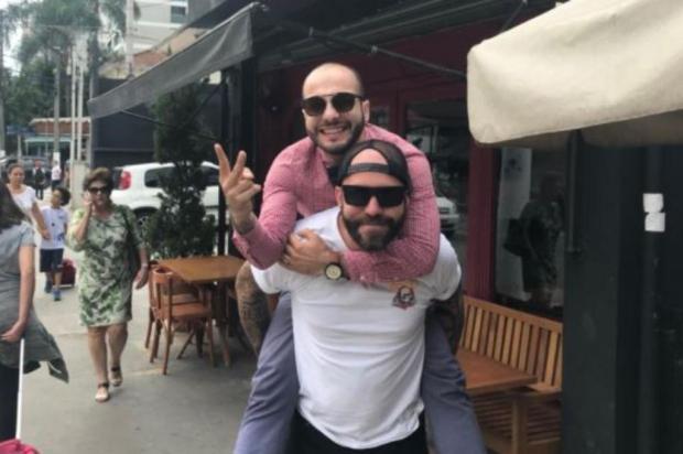 Rivais no BBB 18, Mahmoud e Caruso se encontram em clima de paz fora da casa Twitter/Reprodução