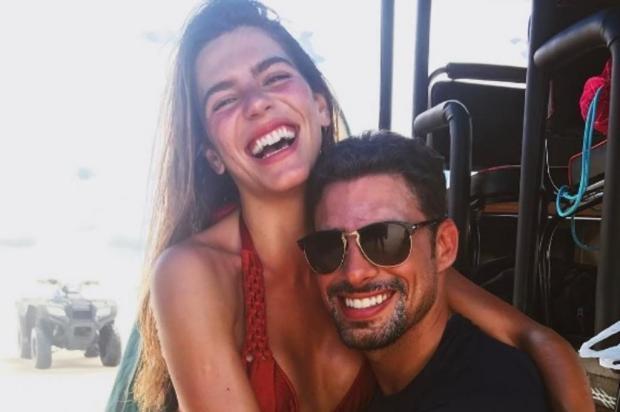 Cauã Reymond confirma que reatou namoro Reprodução/Instagram