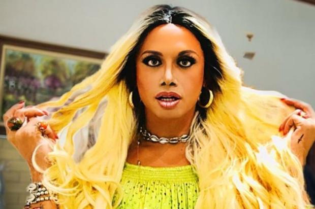 """Fã de Pabllo Vittar, Silvero Pereira imita a drag queen no """"Faustão"""" e posa de cueca em camarim Reprodução/Instagram"""