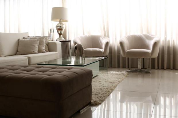 Leilão de móveis e objetos de apartamento decorado tem ar-condicionado a partir de R$ 150 e closet por R$ 300 Jefferson Botega/Agencia RBS